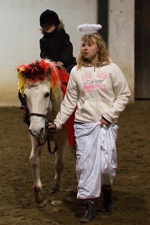 Deti na koni v doprovodu