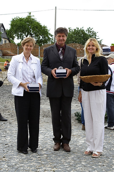 Organizatori prvnich zavodu na farme Vysoka