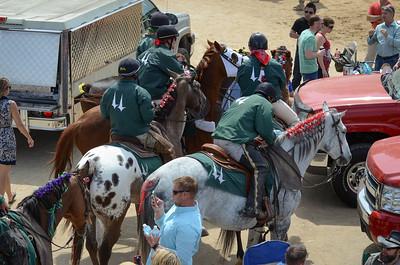 Derby fashion, lead pony division II