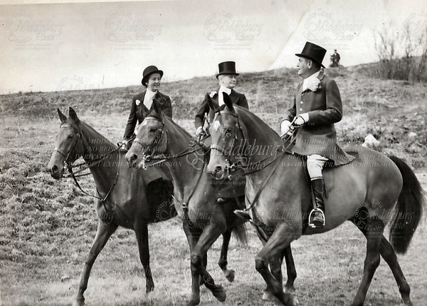 Miss Charlotte in the middle, Mr. Warburg on the right, Middleburg Hunt (Darling Photo)