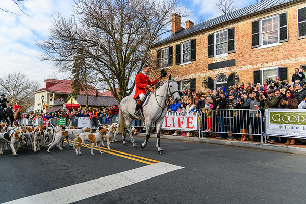 Huntsman Richard Roberts tips his hat with the Middleburg Hunt @ Middleburg Christmas Parade.