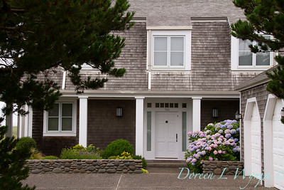 Hydrangea front door entry planters - river rock and shingles_1954