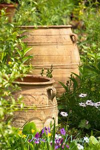 Urns in the garden_784bk