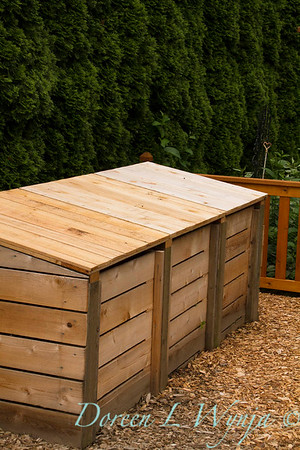 Wooden composting bins: compost bins