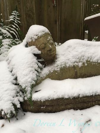 reclining Buddha in the snow_2396