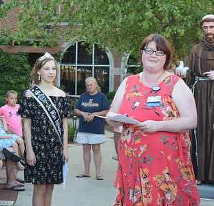 Ashley Dillingham of HSHS Home Care Southern Illinois, right, introduces event speaker Effingham County Junior Miss Elizabeth Weidner, left, Thursday at the butterfly release. Kaitlin Cordes photo