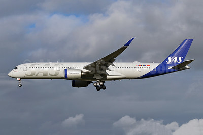 SAS' first Airbus A350-900, in new livery