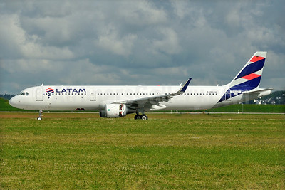 LATAM Airlines (Chile) Airbus A321-211 WL D-AVZB (CC-BEL) (msn 7176) XFW (Gerd Beilfuss). Image: 933544.