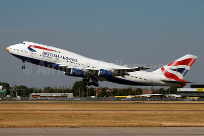 """BA's 2016 Rio Summer Olympics team aircraft with a gold nose and named """"VictoRIOus"""""""
