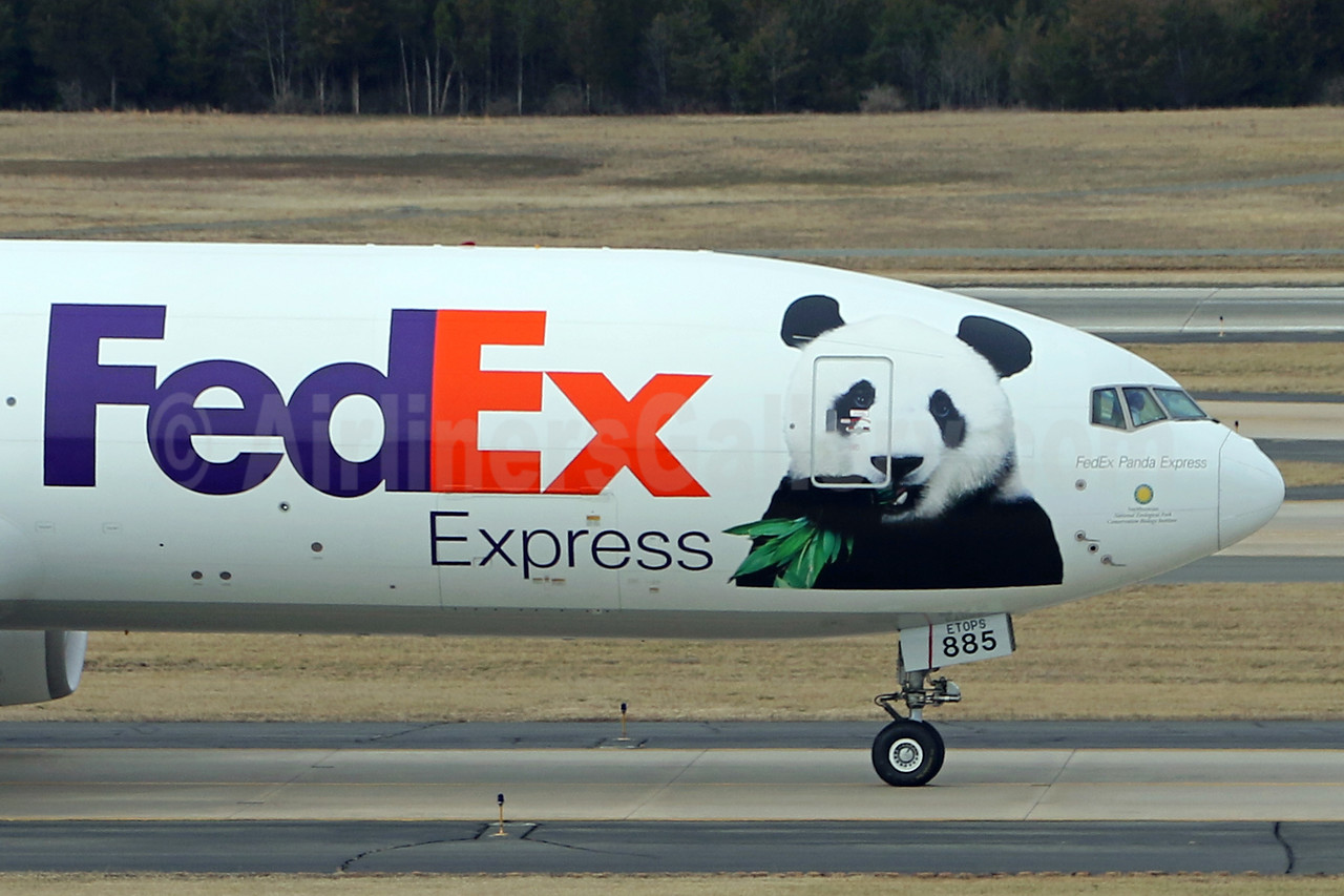 """N885FD with """"FedEx Panda Express"""" 2017 special markings transports Bao Bao to China"""