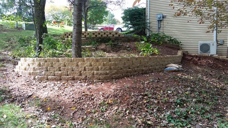 Lower retaining wall