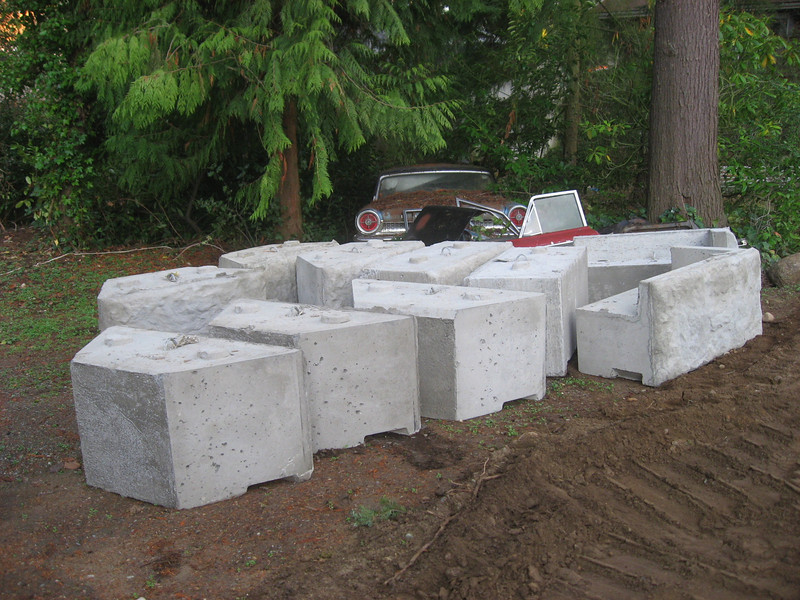 Stack of 10 blocks.  The trapazoid blocks are the base row.  The blocks with the lip are the shelf blocks which form the top row.