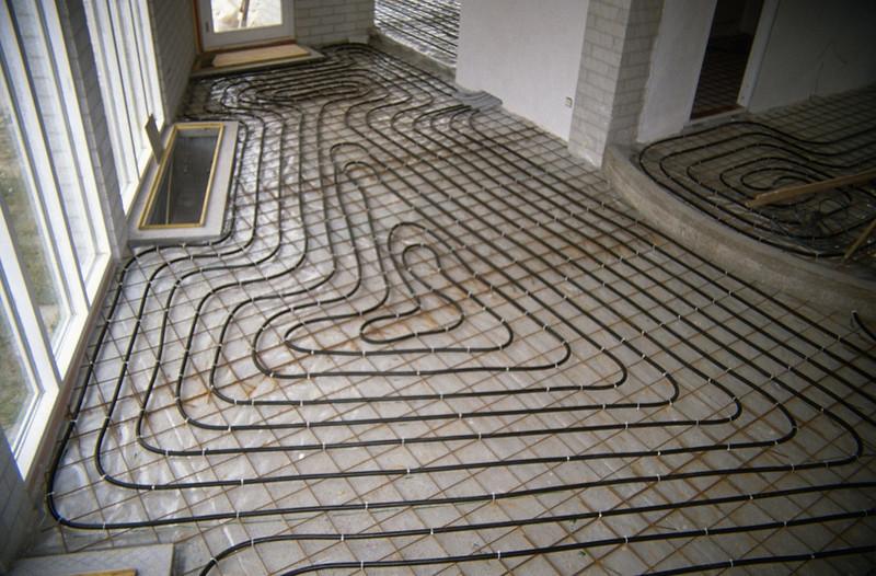 mounting the heatingtubes in the livingroom (homebuilding 1990 - 1991)