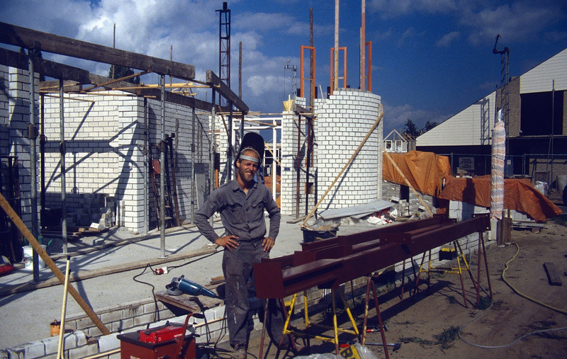 making columns of steel used for the roofconstruction (July 1989, building my house)