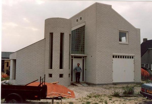 the final strokes (1 Januari 1990, building my house)