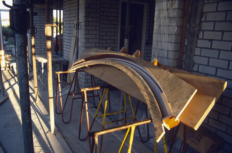 concrete mould of the kitchenbeam (Sept. 1989, building my house)