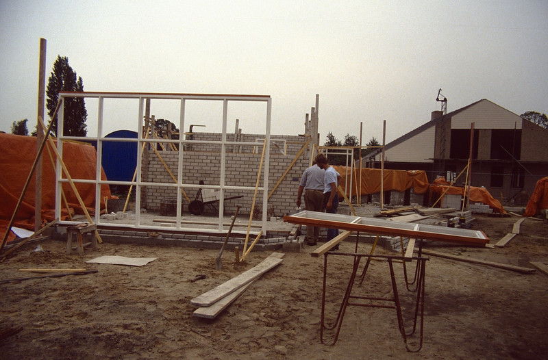 adjust and put the windowframes (June 1989, building my house)