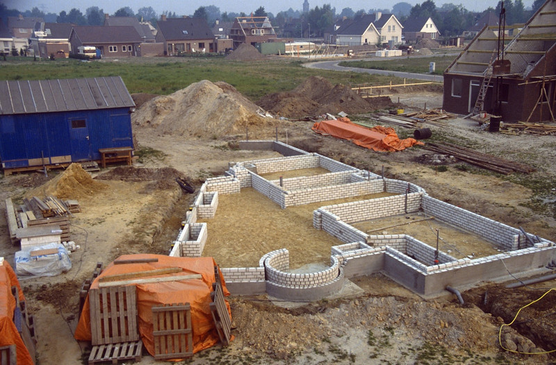 foundation and building to level 0 (May 1989, building my house)