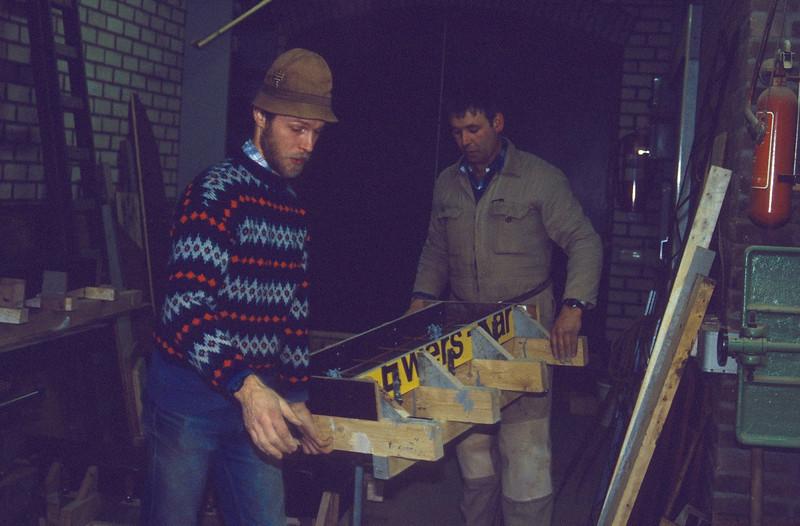 making prefab concrete buildingparts (during the wintertime 1989)