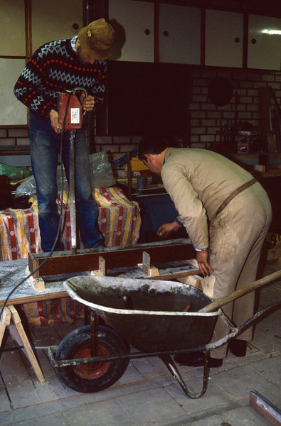 making prefab concrete buildingparts (during the wintertime 1989)