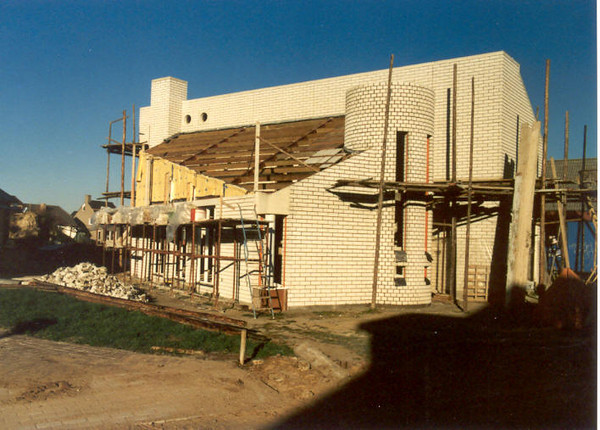 finishing touch of the walls (Nov. 1989, building my house)