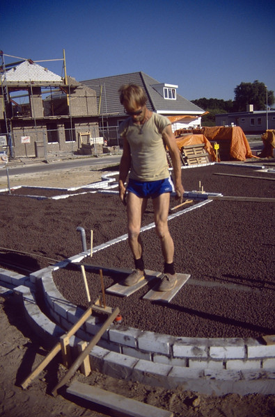 tamp the ARGEX insulation down (May 1989, building my house)