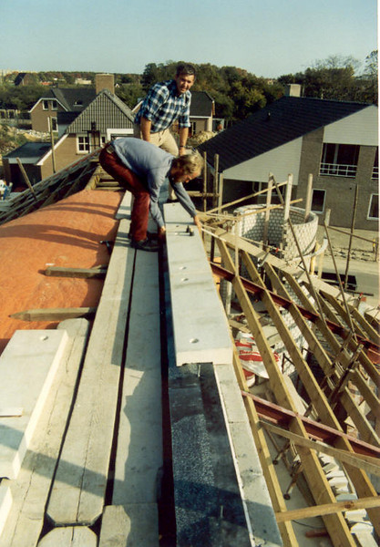 finishing touch of the roof with selfmade concrete pre-fab elements (Oct.1989, building my house)