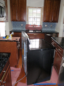 Stove in middle of kitchen while tiles installed.