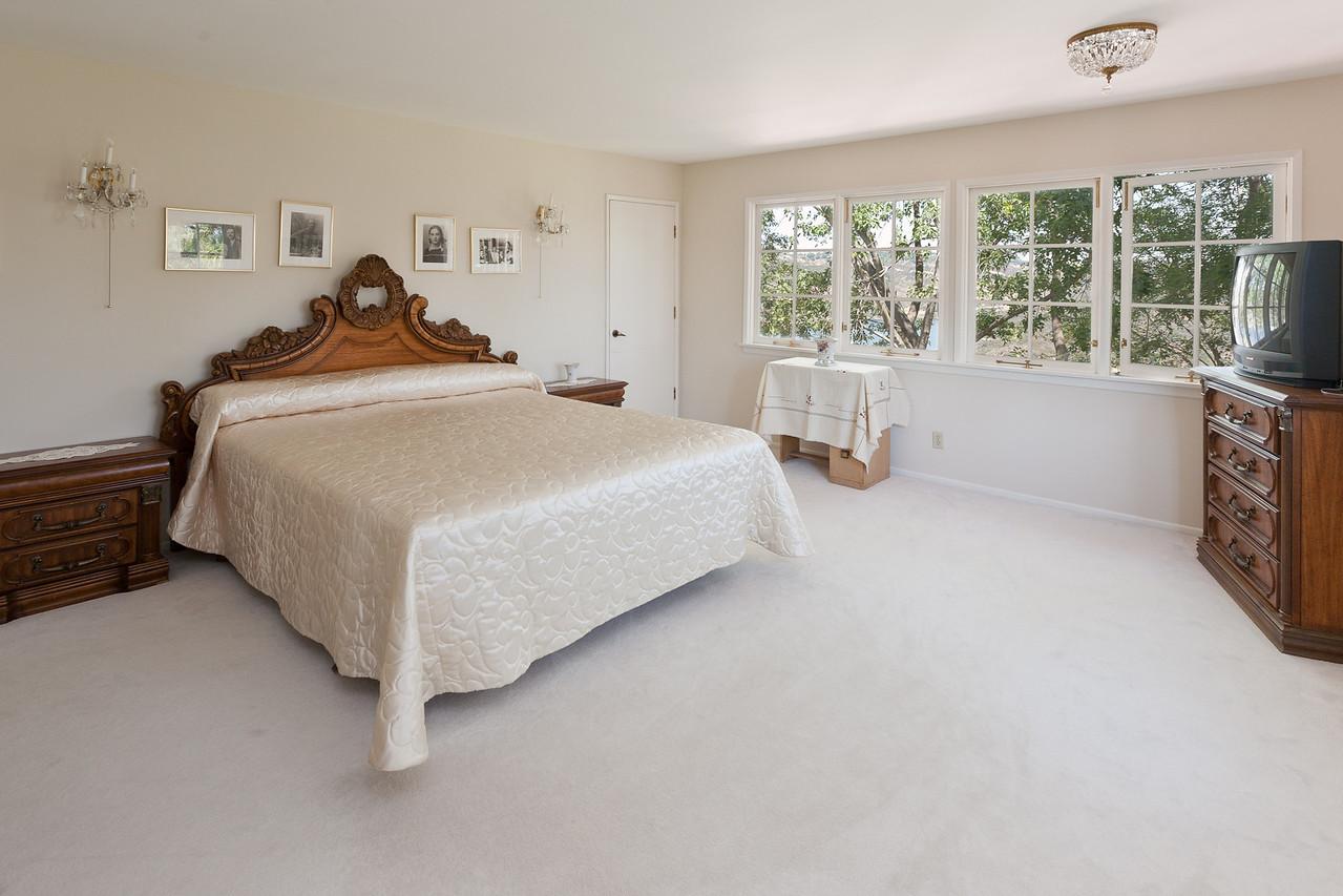 1900 Bel Air master bed