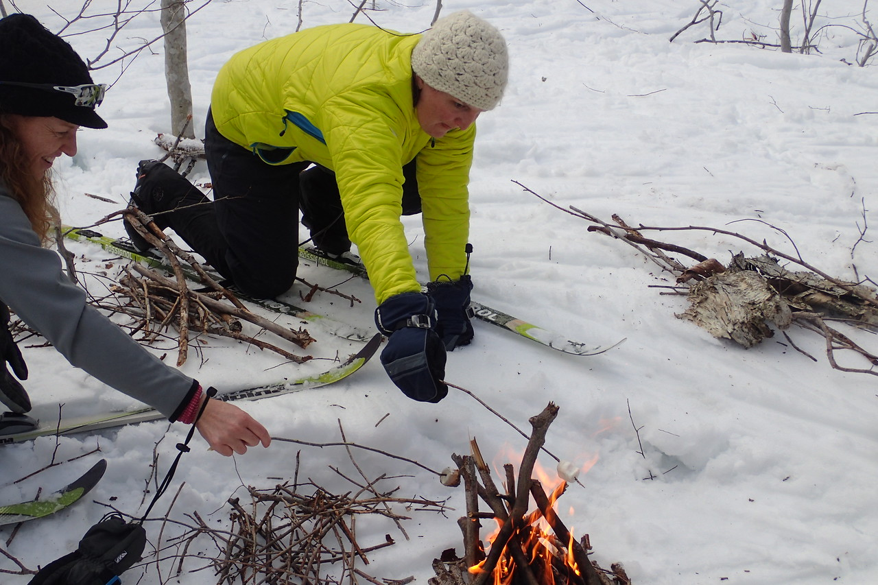 Part of the course was survival skills in the cold mountains - so we built a fire. And of course that means marshmellows over here ;-)