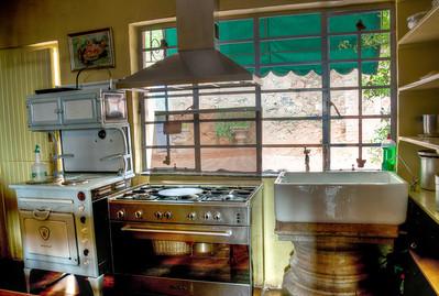 kitchen-sink-stove-1