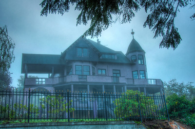 foggy-haunted-house