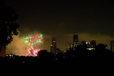 Fireworks_Skyline_7-4-2010_WCW_2823a