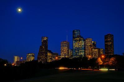 Full-Moon_Houston_Skyline_WCW8197