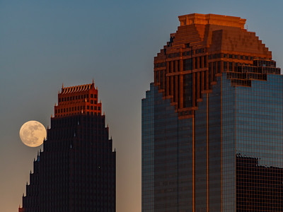 Moonrise, Bank of America building and Heritage Plaza