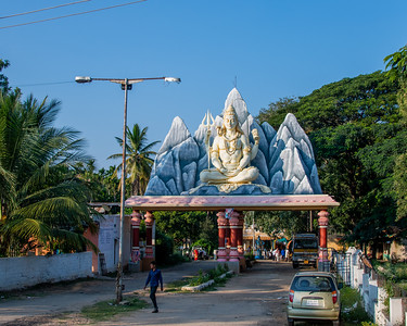 Chadrumuleshavara Temple - modern interpretations found frequently along the roadside.