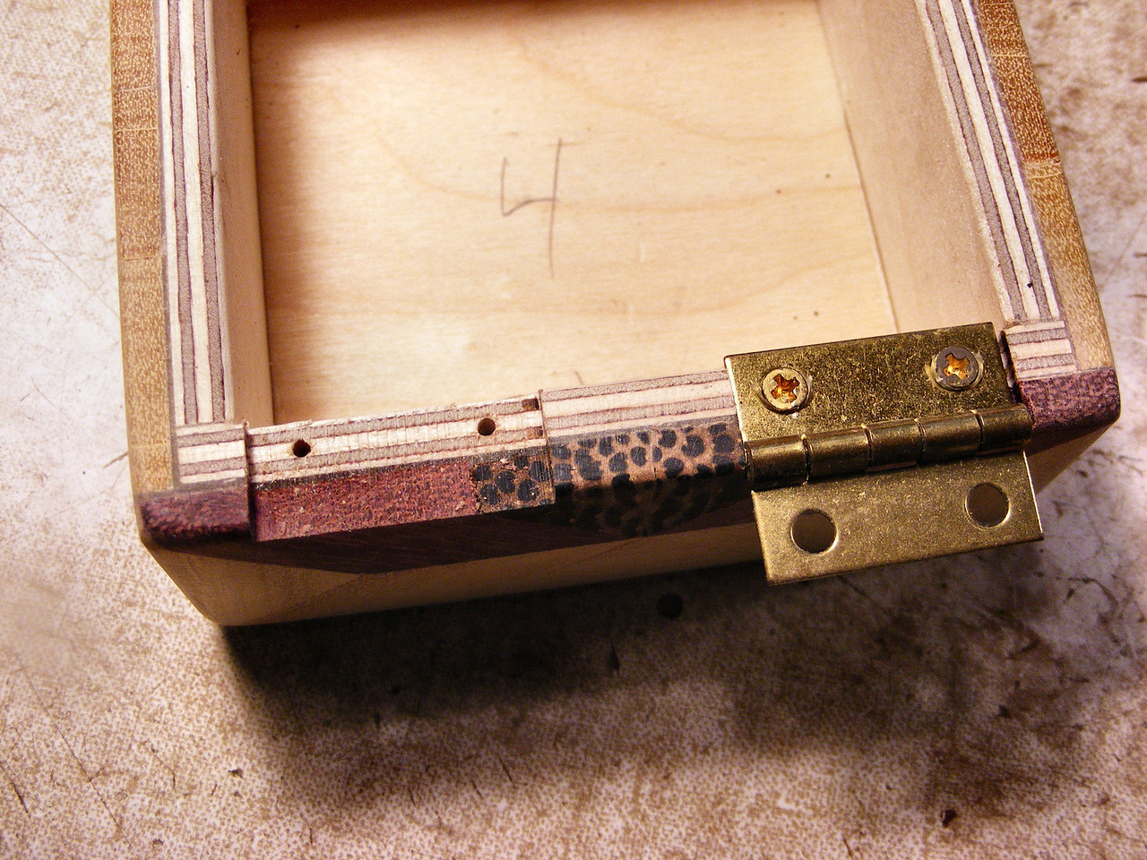 #37 Making a Tiny Sq Box<br /> I drill the screw holes and screw the hinge onto the bottom