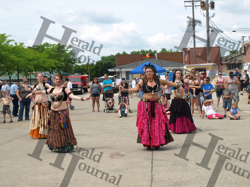 Belly dancers at GND