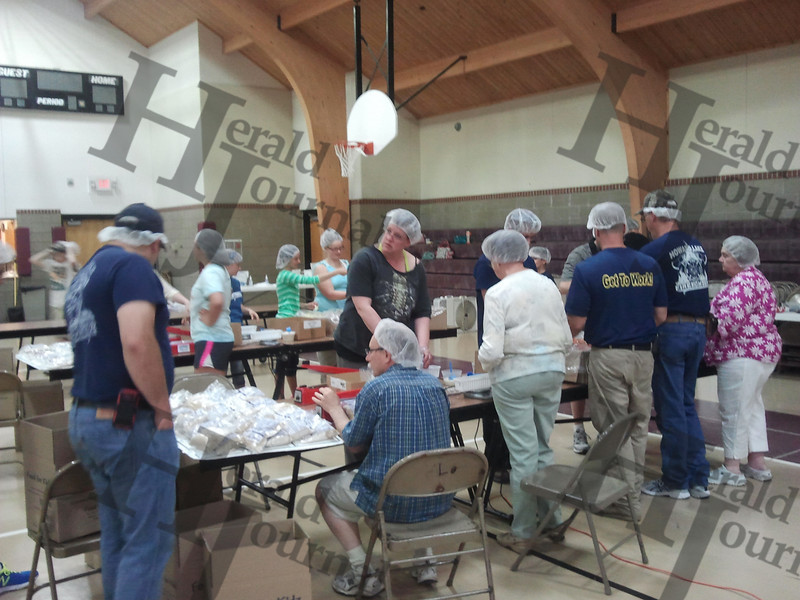 Good Neighbor Days Food for Kidz packing drive