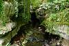 ... prekonať aj takéto úseky v koryte rieky
