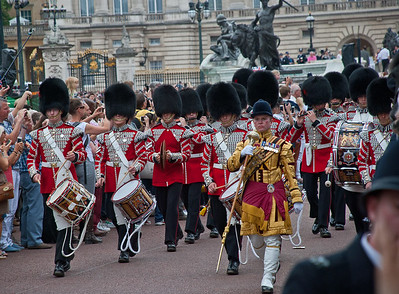 """Hours later, completed exhausted, I sat on the side of the """"Mal"""" much closer to Buckingham Palace now. Quite unexpectedly, the vantage point I had been seeking all day, fell upon me for these final closeups"""