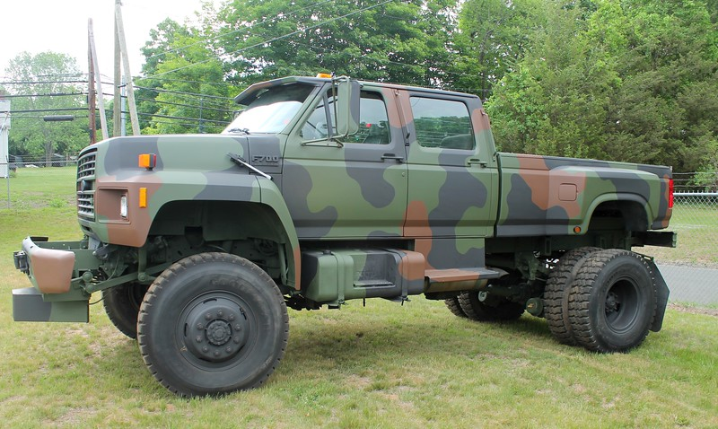 Ford F700 Crew Cab - hell yeah!