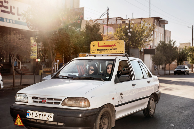 August 23, 2017 – Yazd, Iran. Woman at driving school in Yazd. Unlike in Saudi Arabia, Iranian women are allowed to drive and move with relative freedom. © Simone Tramonte
