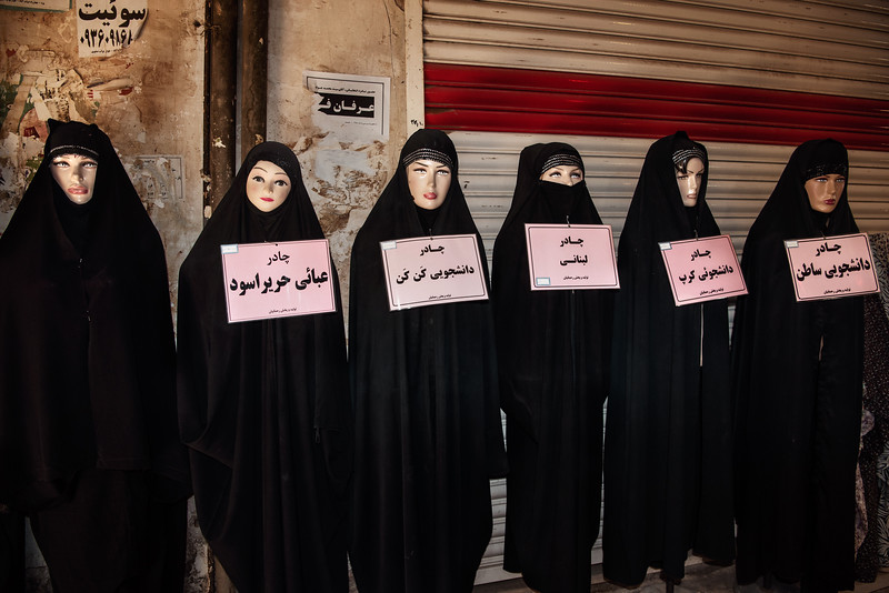 August 23, 2017 – Yazd, Iran. Traditional Islamic black chadors on sale at the local Bazaar. Iranian women are increasingly reluctant to comply with government's imposition to wear traditional clothing and many have begun to circumvent prohibitions, wearing Western-style hijab. © Simone Tramonte