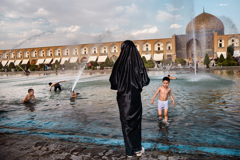 August 14, 2017 – Isfahan, Iran. Kids playing in the fountain in Naqsh-e Jahan Square. © Simone Tramonte