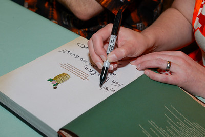 D1_Cate_Book_Signing-17