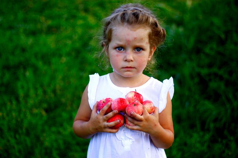 """""""Apples"""" (photography) by Olga Bokova"""