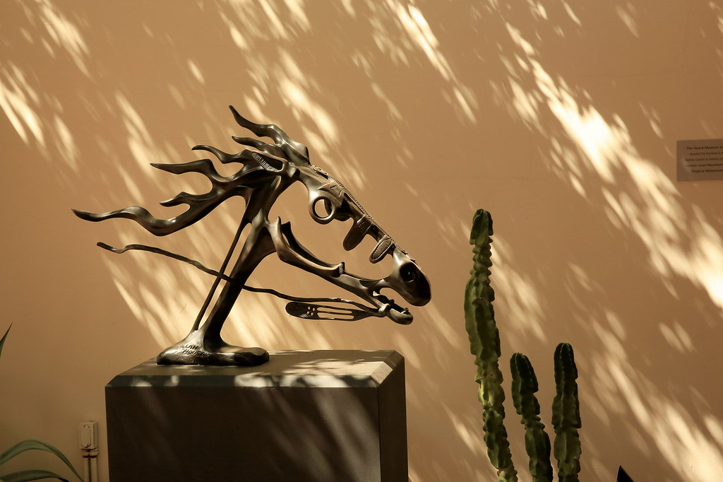 Horse sculpure Phoenix Museum of Art (c 2014