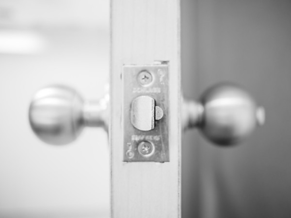 """-15 degrees last week. Kinda not fun to stop people in the streets so I can take their photo and talk to them.<br /> <br /> So I stayed indoors. I guess I went a little stir crazy. Here's a shot of a door knob.<br /> <br /> Now don't over think this one. I know it's not a human. <br /> <br /> Just allow me to use my """"crazy artist"""" card and call it abstract art. <br /> <br /> Here's to getting outside and taking some photos of humans this weekend."""
