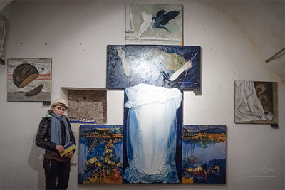 Young Ukrainian painter Senchuk Liubov introduces her art-work inspired by Maidan.